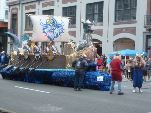 poulsbo viking float